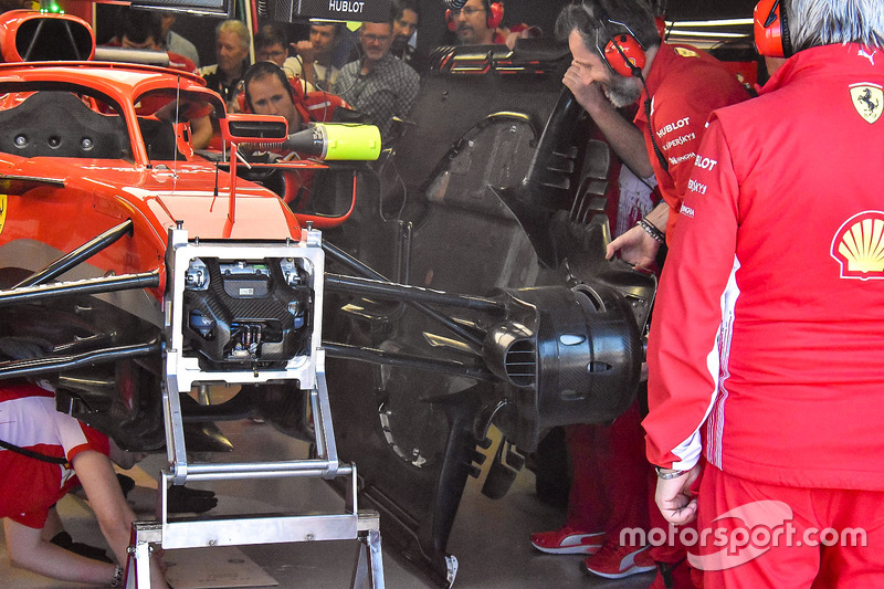 Bargeboard and floor swap on the Ferrari SF71H of Kimi Raikkonen