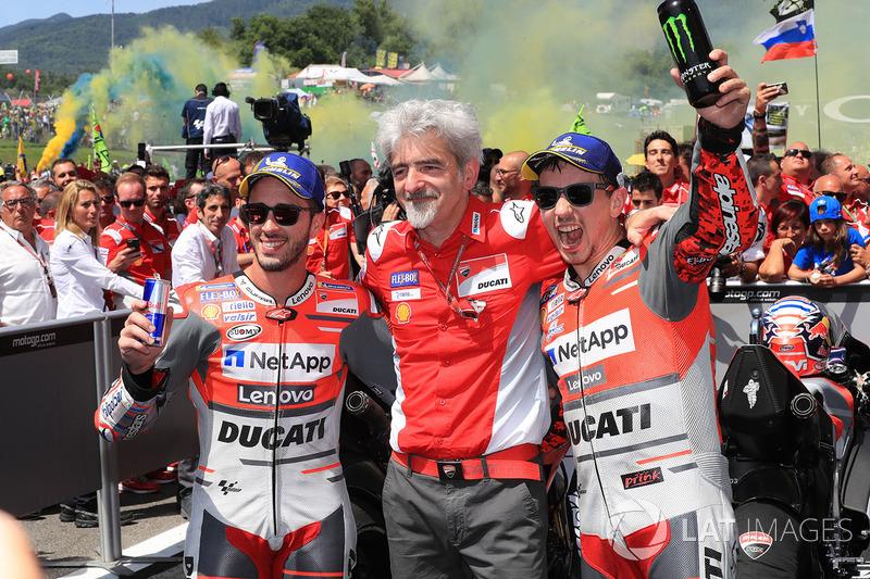 Друге місце Андреа Довіціозо, генеральний директор Джіджі ДаллІнья, переможець гонки Хорхе Лоренсо, Ducati Team