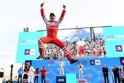 Podio: il vincitore della gara Felix Rosenqvist, Mahindra Racing