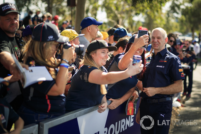 Adrian Newey, Red Bull Racing fans selfie