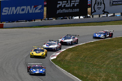#67 Chip Ganassi Racing Ford GT, GTLM: Ryan Briscoe, Richard Westbrook, #4 Corvette Racing Chevrolet Corvette C7.R, GTLM: Oliver Gavin, Tommy Milner