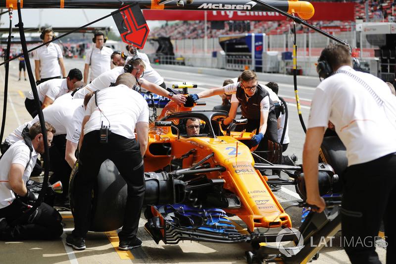 Latihan pit stop McLaren