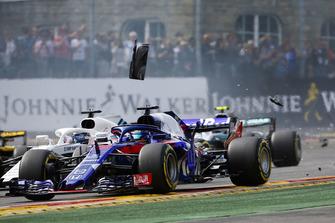 Брендон Хартли, Scuderia Toro Rosso STR13, и Лэнс Стролл, Williams FW41