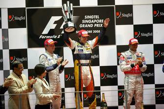 Podium: 1. Fernando Alonso, 2. Nico Rosberg, 3. Lewis Hamilton