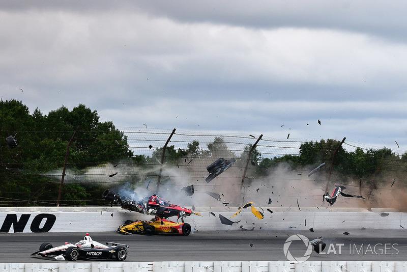 Robert Wickens, Schmidt Peterson Motorsports Honda, James Hinchcliffe, Schmidt Peterson Motorsports Honda, Ryan Hunter-Reay, Andretti Autosport Honda, Pietro Fittipaldi, Dale Coyne Racing Honda crash
