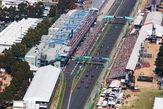 Start zum GP Australien 2019 in Melbourne: Valtteri Bottas, Mercedes AMG W10, führt