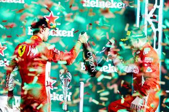 Обладатель второго места Себастьян Феттель, третье место – Кими Райкконен, Ferrari