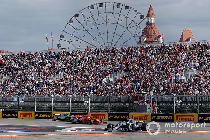 Valtteri Bottas, Mercedes AMG F1 W09, Sebastian Vettel, Ferrari SF71H, Lewis Hamilton, Mercedes AMG F1 W09