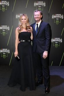 Dale Earnhardt Jr. con la moglie Amy