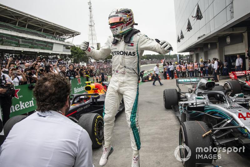 Lewis Hamilton, Mercedes AMG F1 W09 EQ Power+ celebra en Parc Ferme