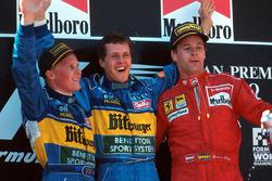 Podio: il vincitore della gara Michael Schumacher, Benetton, il secondo classificato Johnny Herbert, Benetton, il terzo classificato Gerhard Berger, Ferrari