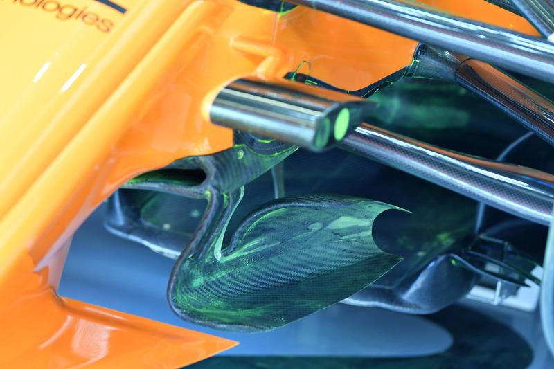 Детали передней части McLaren MCL33