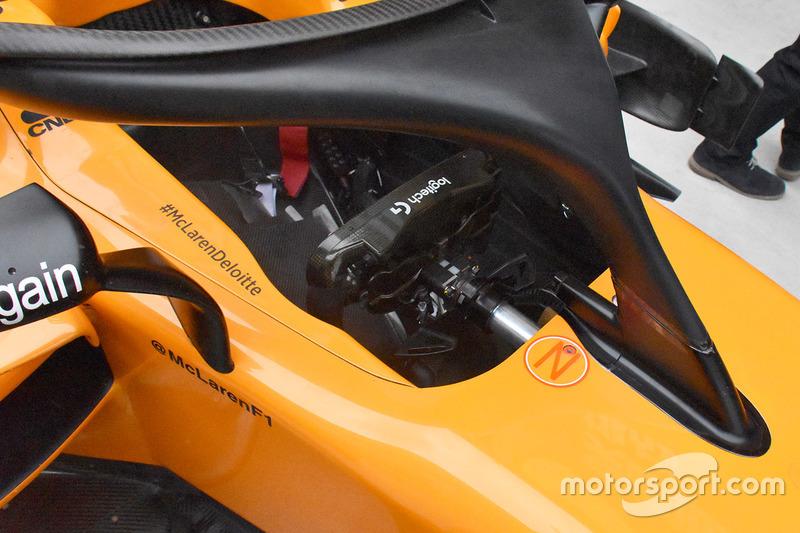 Detail kokpit McLaren MCL33
