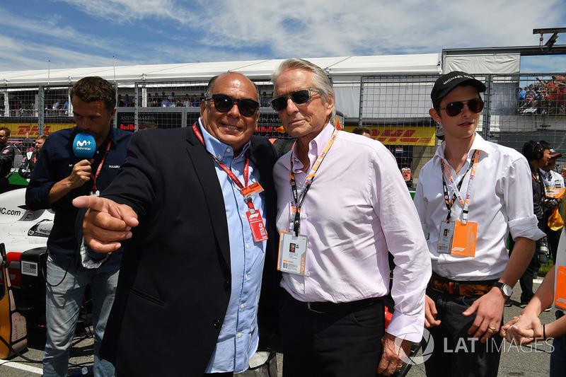 Antonio Perez Garibay, Father of Sergio Perez, and Michael Douglas, on the grid