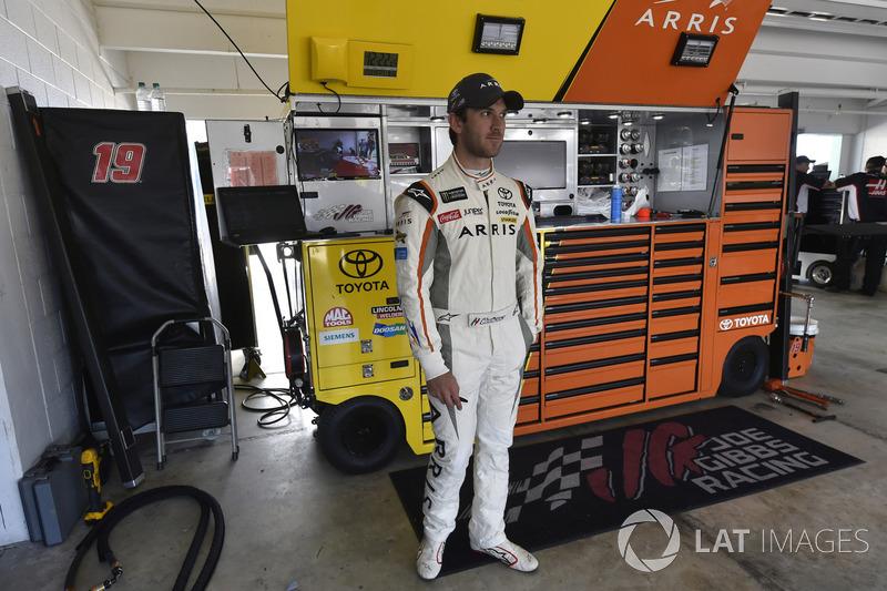 https://cdn-7.motorsport.com/images/mgl/YvbbZEGY/s8/nascar-cup-homestead-2017-daniel-suarez-joe-gibbs-racing-toyota.jpg