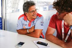 Michel Nandan in gesprek met Motorsport.com-journalist Andrew van Leeuwen