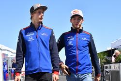 Гонщики Scuderia Toro Rosso Брендон Хартли и Пьер Гасли