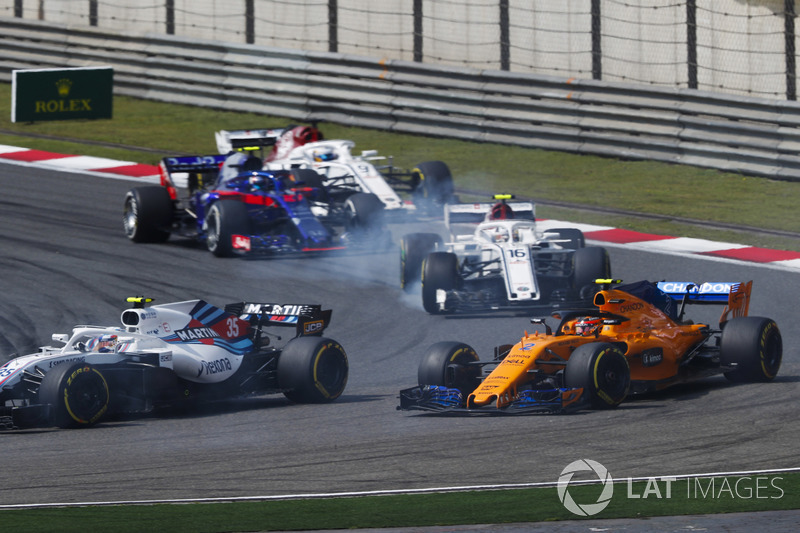 Sergey Sirotkin, Williams FW41 Mercedes, leads Stoffel Vandoorne, McLaren MCL33 Renault, Charles Leclerc, Sauber C37 Ferrari, Pierre Gasly, Toro Rosso STR13 Honda, and Marcus Ericsson, Sauber C37 Ferrari