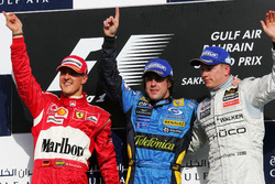 Podyum: 2. Michael Schumacher, Ferrari, yarış galibi Fernando Alonso, RenaultF1 Team, third place Ki