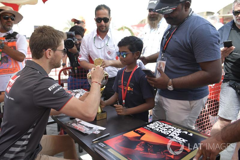 Romain Grosjean, Haas F1 signs autographs for the fans
