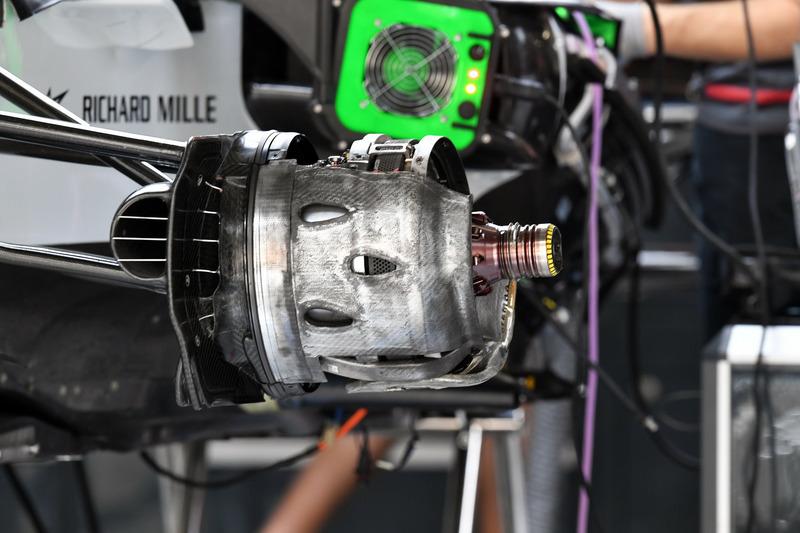 Вузол кріплення переднього колеса Haas F1 Team VF-18