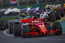 Sebastian Vettel, Ferrari SF71H, Kevin Magnussen, Haas F1 Team VF-18 Ferrari, Max Verstappen, Red Bu