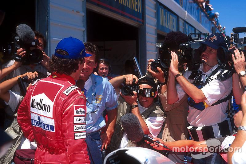 Ayrton Senna, McLaren é entrevistado por Barry Sheene