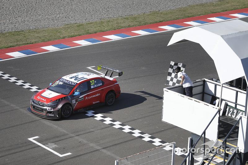 John Filippi, Campos Racing, Chevrolet RML Cruze TC1 takes the win