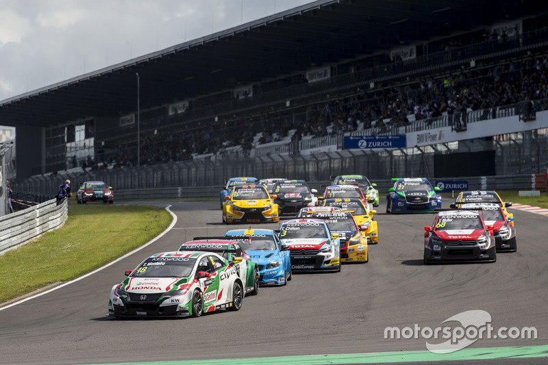 Start zu Rennen 1: Tiago Monteiro, Honda Racing Team JAS, Honda Civic WTCC, führt