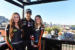 Esteban Ocon, Sahara Force India F1 y chicas en el evento de Hype Energy Drink