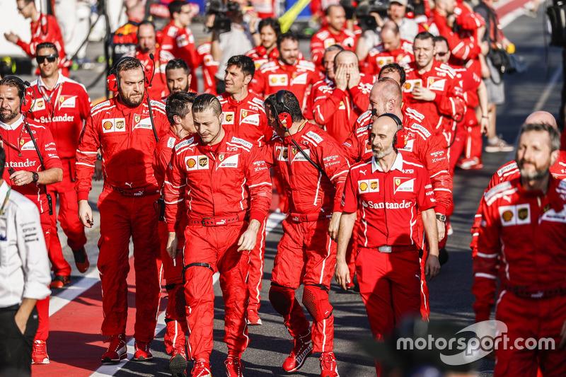 Ferrari auf dem Weg zum Parc Ferme