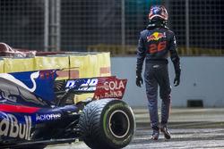 Daniil Kvyat, Scuderia Toro Rosso, nach Crash