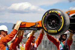 Marshals recover the car of race retiree Stoffel Vandoorne, McLaren MCL32