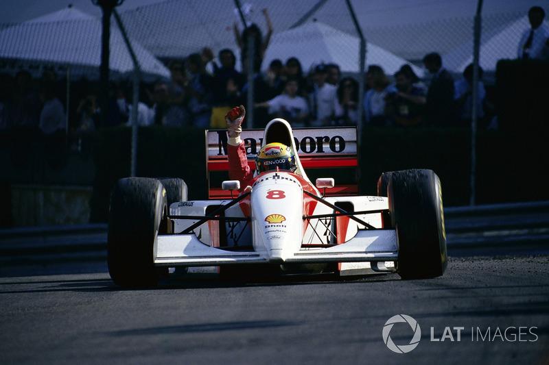 1993 - Ayrton Senna, McLaren, s'impose