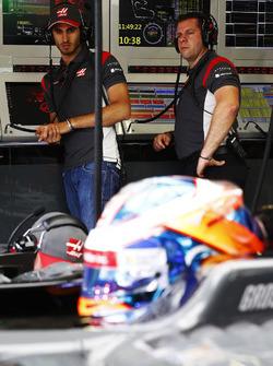 Antonio Giovinazzi, Haas F1 Team test driver, observes Romain Grosjean, Haas F1 Team