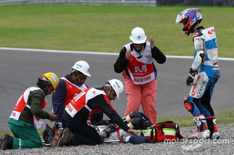 Axel Pons, RW Racing GP, und Fabio Quartararo, Pons HP 40, nach Sturz
