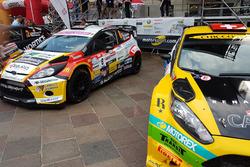Die Autos auf Sébastien Carron und Kevin Gilardoni unter dem Podium