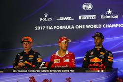 Max Verstappen, Red Bull Racing, Sebastian Vettel, Ferrari et Daniel Ricciardo, Red Bull Racing pendant la conférence de presse