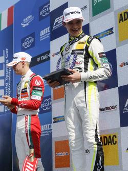 Rookie Podium: Race winner Lando Norris, Carlin Dallara F317 - Volkswagen