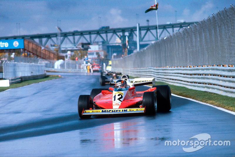 Жиль Вильнев, Ferrari 312T3, опережает Марио Андретти, Lotus 79 Ford