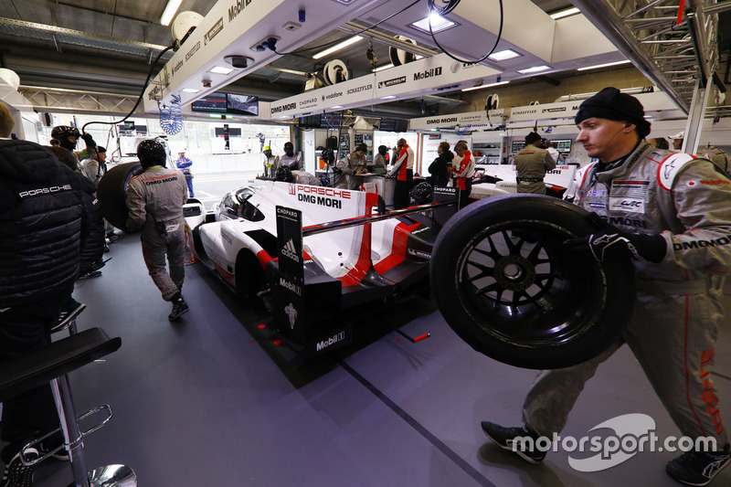 #2 Porsche Team Porsche 919 Hybrid, in the garage