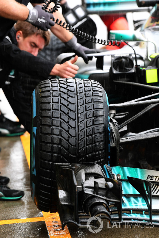 Mercedes-Benz F1 W08, neumático delantero Pirelli