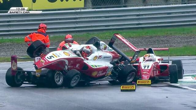 Italian F4: Monza - Race 3 - Four car pile-up
