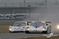 Race resumes as rain continues in Daytona