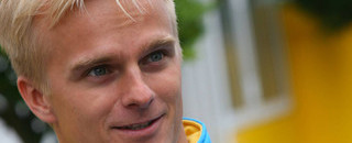 Formula 1 Kovalainen to race Renault in 2007, Briatore to stay on