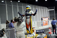 Opportunistic Alonso wins the night in Singapore