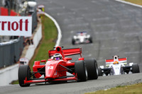 Eng returns to winner's circle at Brands Hatch