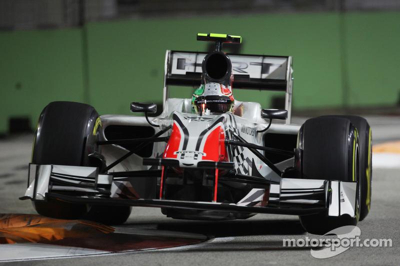 Kerbs fixed for Singapore night race - FIA