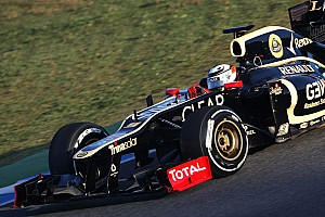 Formula 1 Lotus forced to stop testing during first day in Barcelona