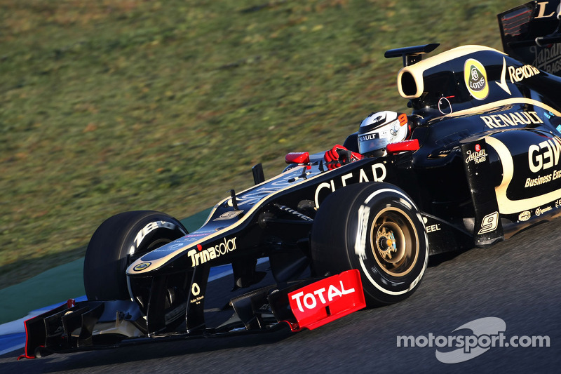 Lotus forced to stop testing during first day in Barcelona